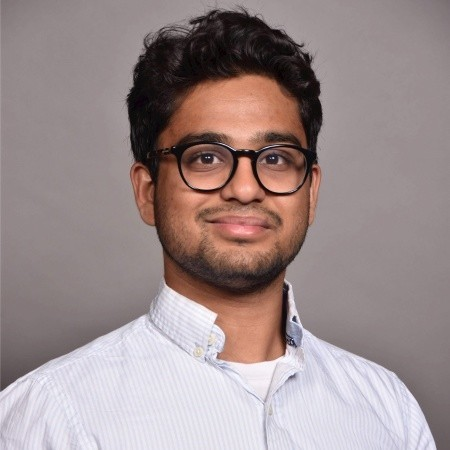 "<b><font size=""+1"">Ayush Kumar</font></b><br> CEO at Vitrix Health"